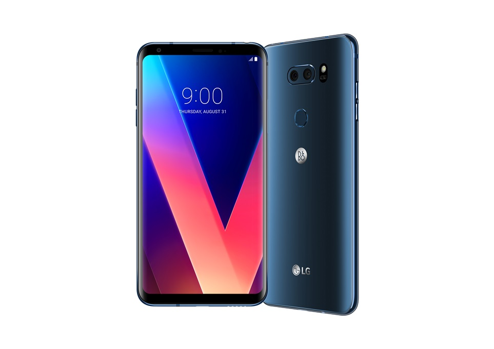 LG전자가 31일(현지시각) 독일 베를린에서 차기 전략 프리미엄 스마트폰 'LG V30(영문 Thirty로 발음)'를 공개했다. 이 제품은 ▲스마트폰 최초 F1.6 크리스탈 클리어 렌즈(Crystal Clear Lens)와 120° 저왜곡 광각을 구현한 차세대 듀얼 카메라 ▲누구나 영화 같은 영상을 찍을 수 있는 '시네 비디오(Cine Video)' 모드 ▲얇고 가벼운 미니멀리즘 디자인의 '올레드 풀비전' 디스플레이 ▲하이파이 쿼드 DAC에 B&O 플레이의 튜닝을 더한 명품 사운드 ▲한국어 구글 어시스턴트, 음성 잠금 해제, LG 페이와 같은 쉽고 편리한 편의기능 등 프리미엄 스마트폰의 진화에 대한 새로운 기준을 제시했다.