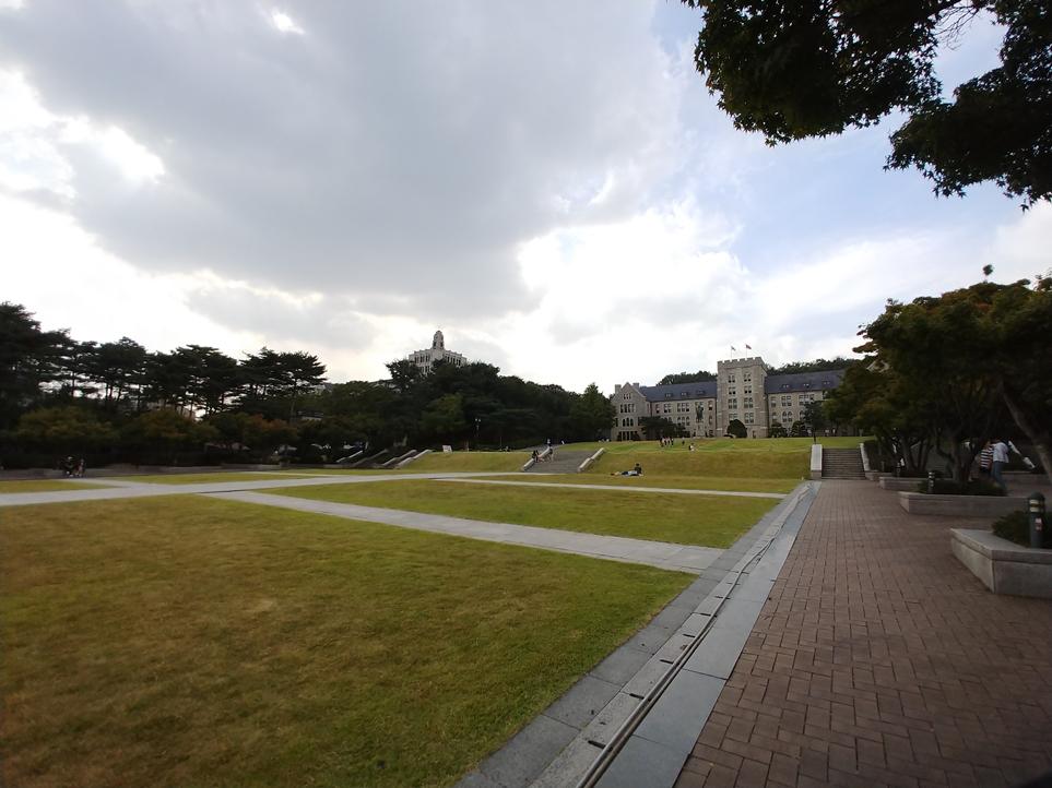 고려대학교 캠퍼스를 LG V30 광각 카메라로 담은 사진