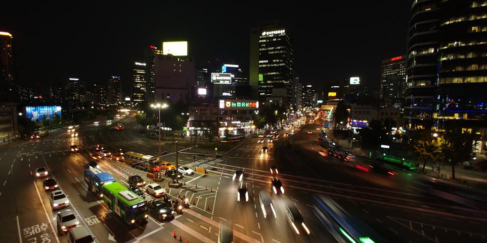 '서울로 7017'에서 내려다본 서울의 야경