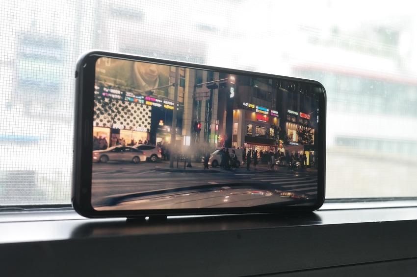 'LG V30'의 6인치 올레드 풀비전 디스플레이