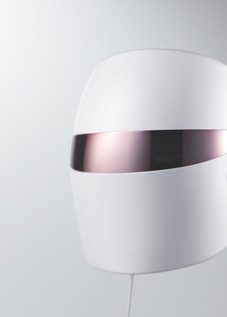 120개 LED의 빈틈없는 케어로 속부터 투명하게 밝혀주는 광채 피부
