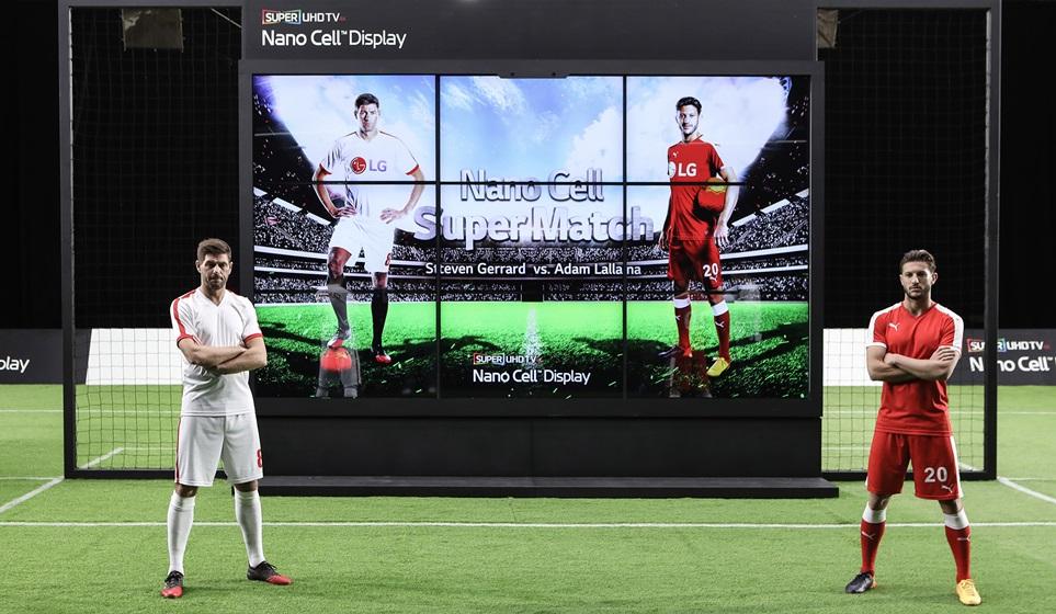 LG전자가 지난 달 공개한 영국 축구스타 스티븐 제라드(Steven Gerrard)와 아담 랄라나(Adam Lallana)의 이색 슈팅 대결을 담은 'LG 나노셀 TV' 광고영상이 조회수 1억 뷰를 돌파했다 (좌측이 제라드, 우측이 랄라나)