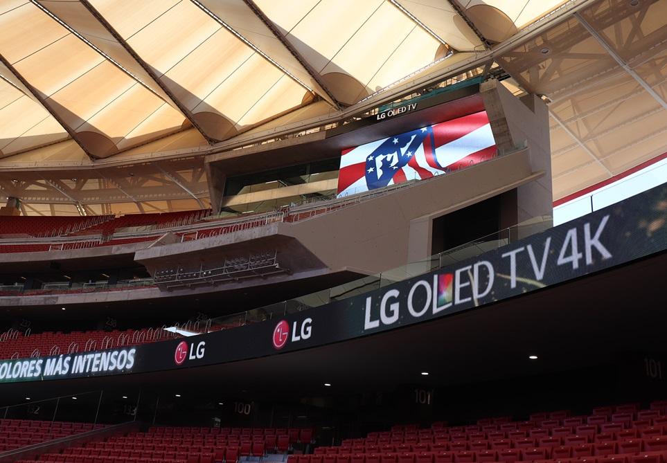 LG전자가 스페인 마드리드의 명문 축구단 '아틀레티코 마드리드(Atletico Madrid)'의 새로운 홈구장인 '완다 메트로폴리타노'에 3대의 대형 스코어 보드를 포함해 총 755㎡ 크기의 LED 사이니지를 설치했다.