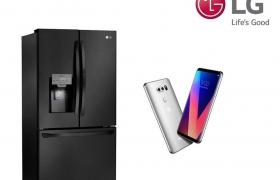 LG전자가 10일 총 18개의 'CES 최고혁신상' 및 'CES 혁신상'을 수상했다. TV, 냉장고, 세탁기, 스마트폰, 모니터, 오디오 등 혁신 제품들이 골고루 상을 받았다. 특히 LG 올레드 TV는 6년 연속으로 CES 혁신상을 받는 쾌거를 이뤘다. 사진은 'CES 혁신상'을 받은 LG 스마트 '매직스페이스' 냉장고(좌측)와 전략 프리미엄 스마트폰 'LG V30'(우측)