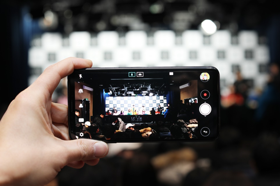 LG V30으로 촬영한 트와이스 팬사인회 현장