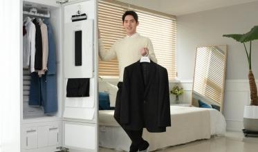 LG전자가 내부 공간을 확 키워 최대 6벌까지 한 번에 관리할 수 있는 '트롬 스타일러 플러스'를 출시, 의류관리 문화의 저변을 더욱 확대했다.