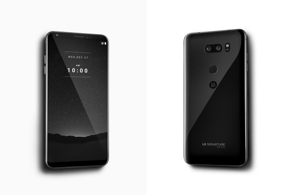 LG전자가 超프리미엄 브랜드 'LG 시그니처'의 품격을 계승한 첫 번째 스마트폰 'LG 시그니처 에디션'을 이달 말 출시한다. 제품 후면에는 긁힘에 강한 지르코늄 세라믹을 적용해 오래 쓰더라도 처음 그대로의 우아함을 유지할 수 있으며 블랙과 화이트 2 종으로 정갈한 아름다움을 표현한다. 'LG 시그니처 에디션'은 300대 한정 생산으로 희소성을 더해 한국에서만 출시한다.
