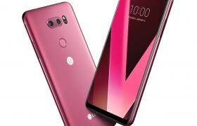 LG전자가 9일부터 12일까지 미국 라스베이거스에서 열리는 세계 최대 가전전시회 'CES 2018'에서 프리미엄 스마트폰 LG V30의 새로운 색상인 '라즈베리 로즈'를 공개한다. LG V30 라즈베리 로즈는 기존에 없던 강렬한 채도의 새로운 레드 계열 색상을 선보인다. 이 색상은 뛰어난 주목도로 연초에 많은 모임이나 파티의 주인공에게 어울리는 열정적인 진한 색감이 특징이다. 달콤하고 사랑스러운 색상으로 연인 간 선물로도 제격이다. 사진은 새롭게 공개되는 LG V30 라즈베리 로즈 제품 사진.