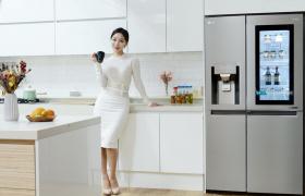 LG전자가 '노크온 매직스페이스'를 탑재한 양문형 얼음정수기냉장고를 출시하며 '노크온 매직스페이스' 냉장고 라인업을 지속 확대한다. 국내 출시된 양문형 냉장고 중 '노크온 매직스페이스'가 적용된 제품은 이번이 처음이다.