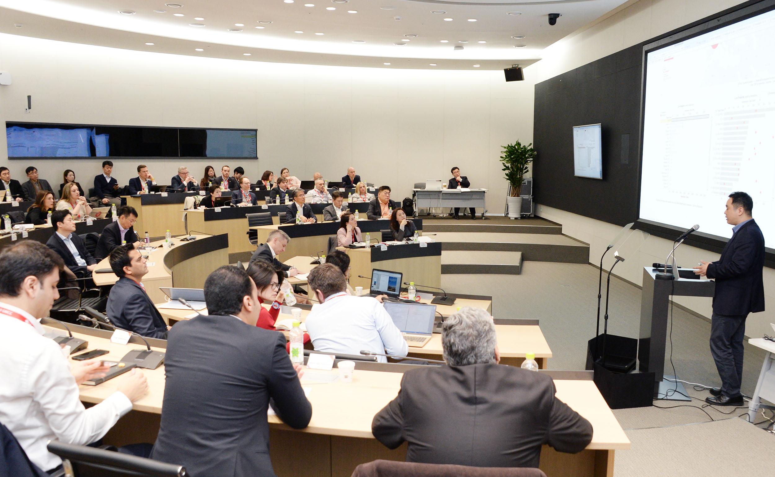 LG전자는 LG마곡사이언스파크에서 30여 해외법인의 마케터 약 100명이 참석한 가운데 '글로벌 마케팅 커뮤니케이션 컨퍼런스 (GMCC; Global Marketing Communication Conference)'를 진행했다.