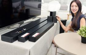 LG전자가 영국 명품 오디오 브랜드인 '메리디안 오디오'와 공동 개발한 사운드바 'SK10Y' 등 2018년형 사운드바를 출시하며 국내 오디오 시장을 공략한다. 모델이 2018년형 'LG 사운드바'를 소개하고 있다.