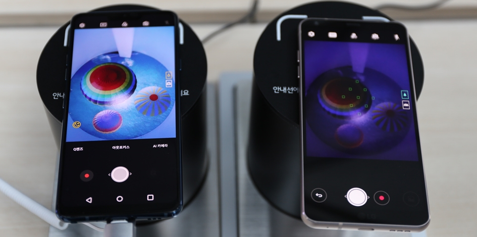 'LG G7ThinQ'(왼쪽)와 'LG G6'(오른쪽)의 어두운 곳 촬영 장면 비교