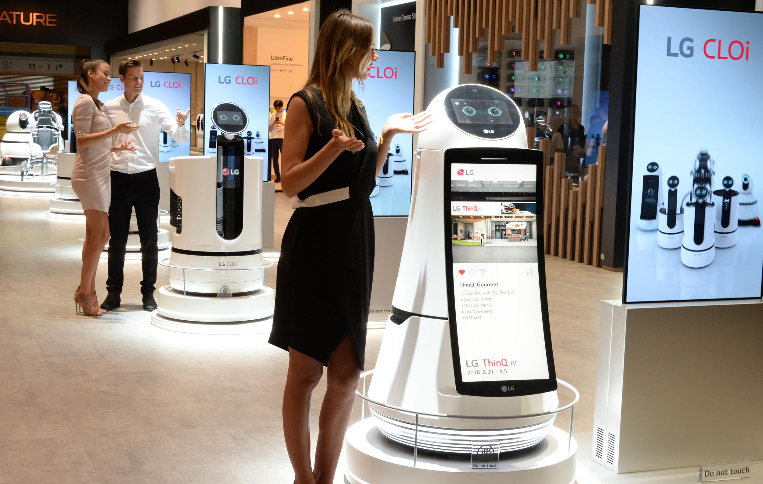 LG전자가 IFA 2018에서 다양한 LG 클로이 로봇을 선보였다.