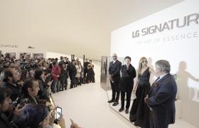LG전자가 현지시간 8일 멕시코 '소우마야 미술관'에서 'LG 시그니처' 출시 행사를 개최했다. 멕시코를 대표하는 건축가, 디자이너, 요리사 등이 'LG 시그니처 토크'에서 'LG 시그니처' 제품을 사용한 경험담을 공유하고 있다. LG전자는 이달 15일에는 콜롬비아에서도 'LG 시그니처'를 선보이며 중남미 가전시장을 적극 공략할 계획이다.