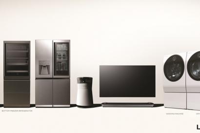 LG전자가 'LG 시그니처' 라인업에 인공지능 LG 씽큐(LG ThinQ)를 적용한 와인셀러, 상냉장 하냉동 냉장고, 건조기 등 3종의 신제품을 추가한다. LG전자는 기존에 출시한 냉장고, 세탁기, 공기청정기에도 순차적으로 인공지능 플랫폼을 탑재하기로 했다. LG전자의 초프리미엄 가전 'LG 시그니처'의 전 제품 이미지. 왼쪽부터 와인셀러, 상냉장 하냉동 냉장고, 냉장고, 공기청정기, 올레드 TV, 세탁기, 건조기.