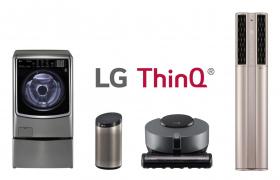 LG전자가 인공지능 스마트홈을 구현하기 위해 무선인터넷(Wi-Fi)를 탑재한 스마트 가전의 글로벌 누적 판매량이 최근 500만 대를 돌파했다. 사진은 LG전자 인공지능 브랜드 'LG 씽큐'와 주요 인공지능 생활가전. 왼쪽부터 트롬 씽큐 드럼세탁기, 인공지능 스피커 씽큐 허브, 코드제로 R9 씽큐, 휘센 씽큐 에어컨.