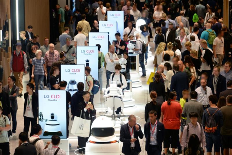 [로봇 라인업] '더 나은 삶'으로 이끄는 'LG 클로이' 로봇