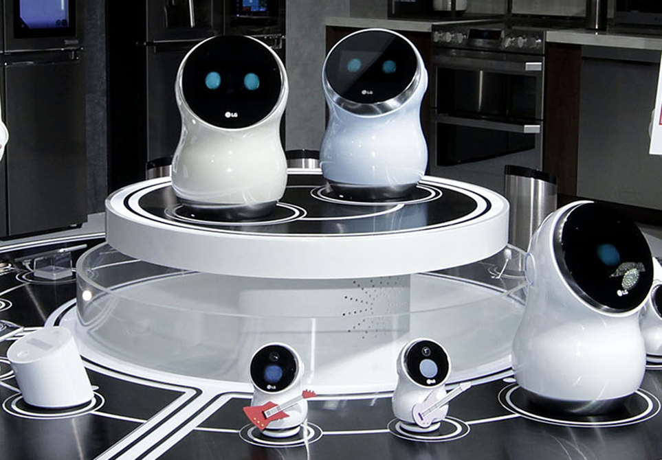 'CES 2017'에서 공개한 다양한 버전의 'LG 클로이 홈' 로봇