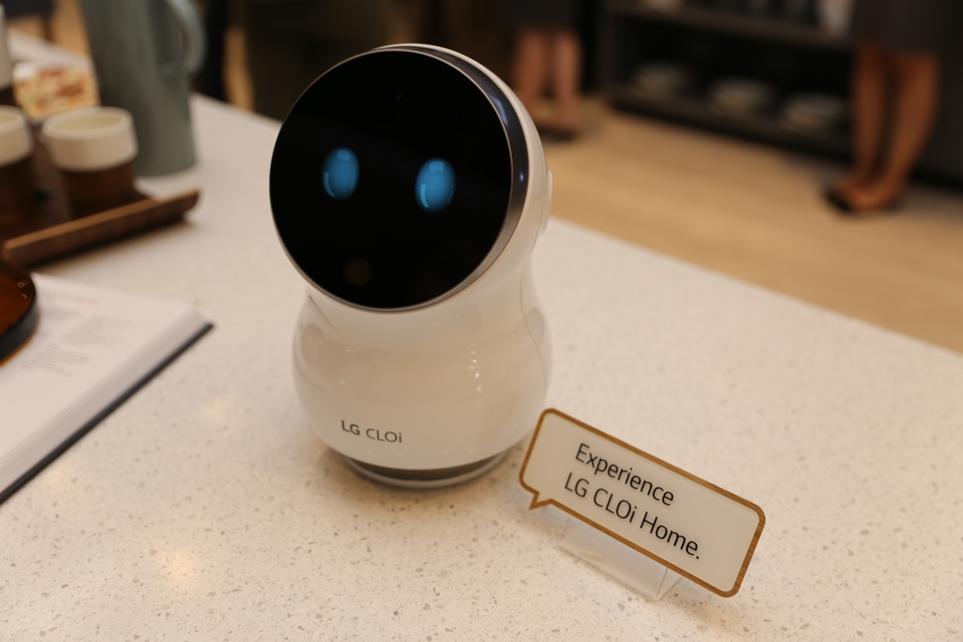 'IFA 2018'에 전시된 LG 클로이 홈 로봇
