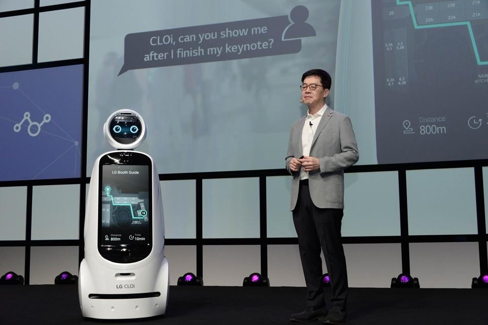 LG 클로이 2세대 안내로봇