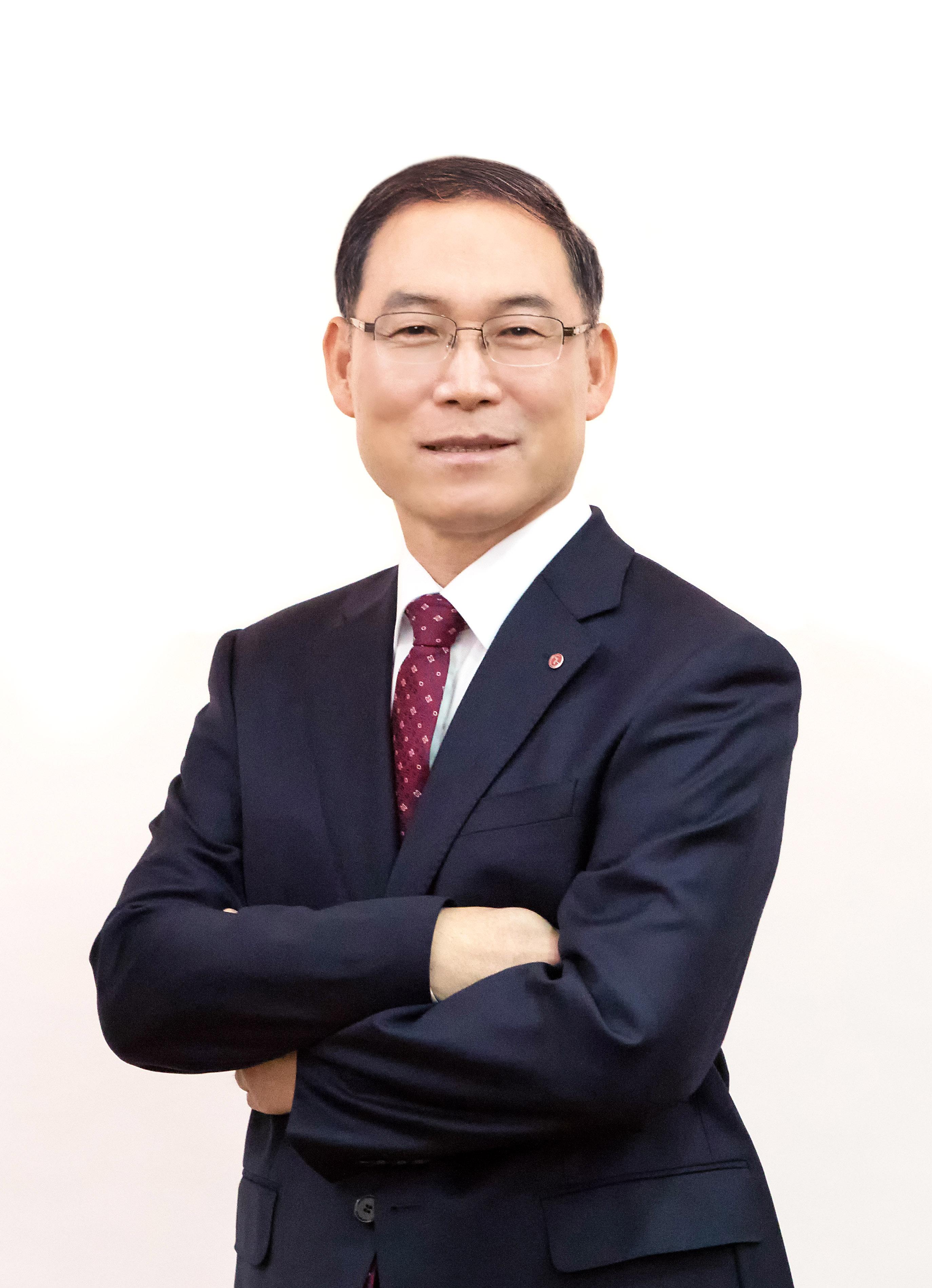 LG전자 H&A사업본부장 송대현 사장이 24일 '제 13회 전자 IT의 날' 기념식에서 금탑산업훈장을 수상했다.