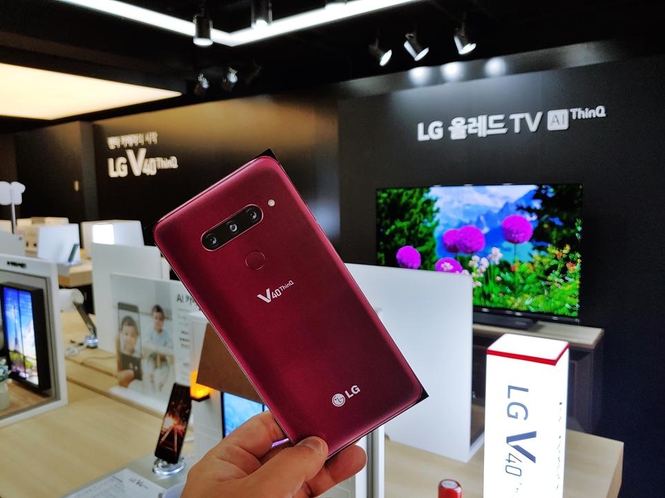 'LG V40 씽큐' 후면