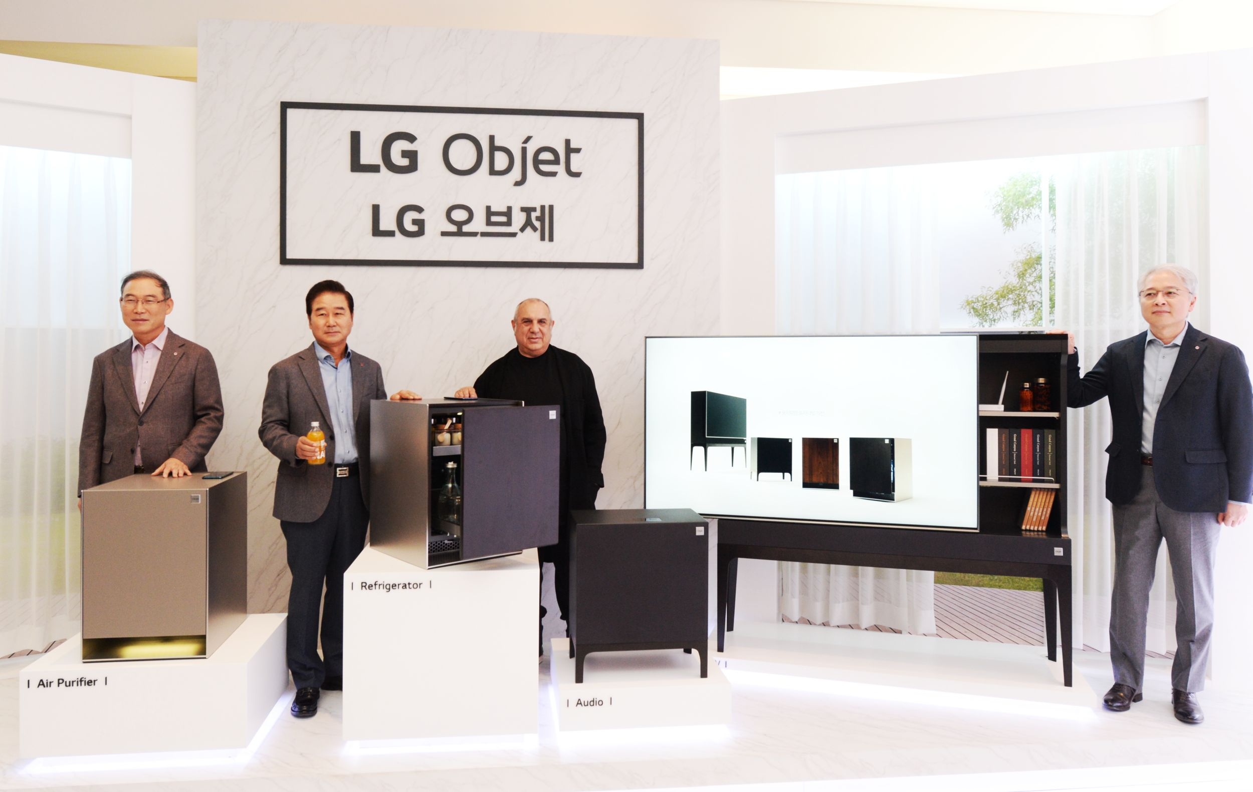 LG전자가 1일 서울 강남구 논현동 모스 스튜디오에서 프리미엄 프라이빗 가전 'LG 오브제' 론칭 행사를 열고, 가전과 가구를 결합한 LG 오브제 제품을 선보였다.