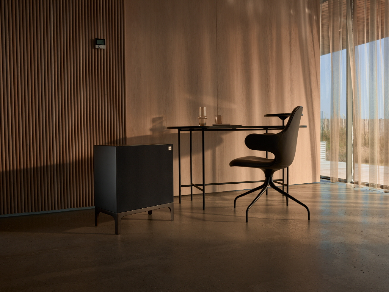 'LG 오브제(LG Objet)'는 나만의 공간과 시간을 완성시켜주는 프리미엄 프라이빗 가전(Premium Private Appliance)이다. 가전(家電)과 가구(家具)를 결합한 신개념 융복합 가전으로 인테리어와 조화를 이루는 차별화된 디자인으로 더욱 아름다운 공간을 연출할 수 있다. 사진은 LG 오브제 4가지 제품 중 오디오.