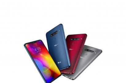 LG전자가 CES 최고 혁신상 및 CES 혁신상을 대거 수상했다. 프리미엄 스마트폰 LG V40 THINQ와 LG 사운드 바는 CES 최고 혁신상을 수상했다. LG 올레드 TV는 CES 혁신상을 3개나 받으며 7년 연속 CES 혁신상 수상의 영예를 안았다. 사진은 CES 최고 혁신상을 받은 LG V40 THINQ.
