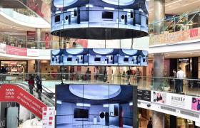 LG전자가 인도 델리 최대 쇼핑센터인 엠비언스몰 바산트쿤즈에 설치한 LG 올레드 사이니지.
