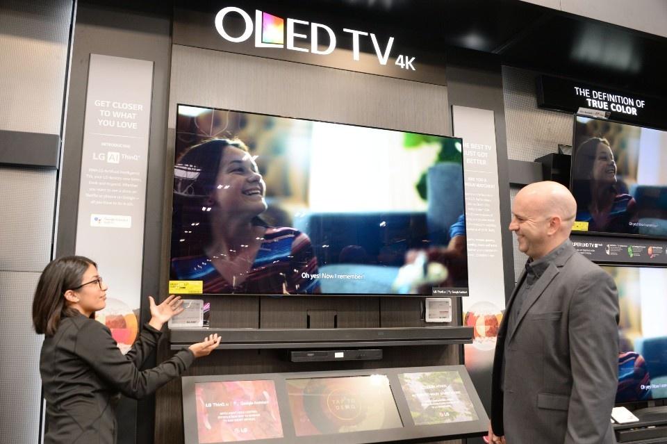 '베스트바이' 라스베이거스 지점에 전시되어 있는 'LG 올레드 TV'