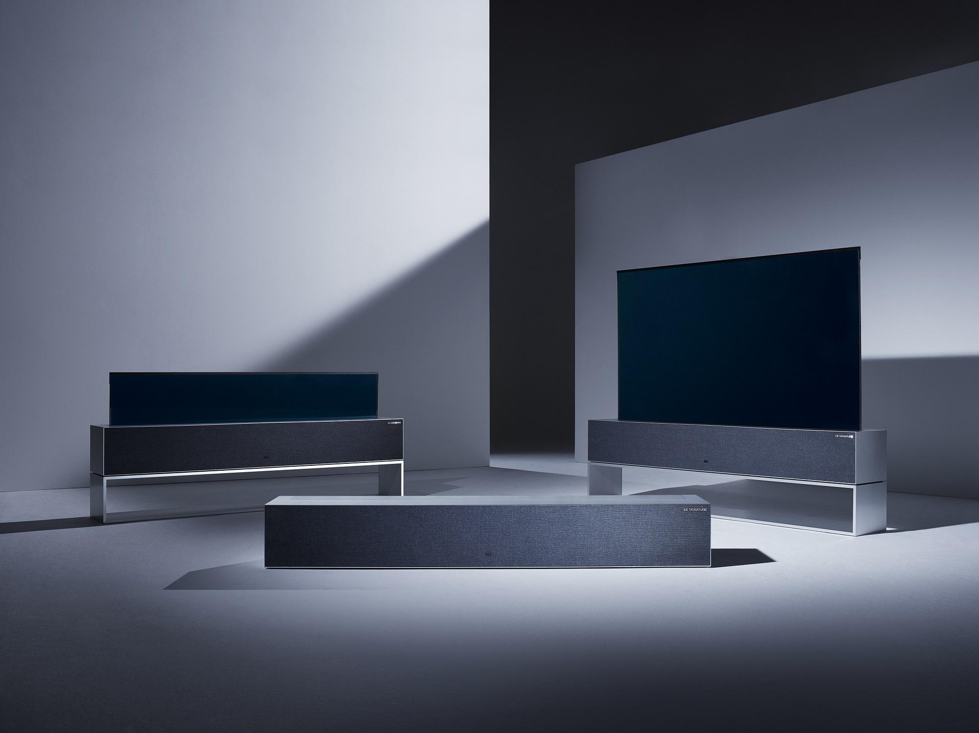 화면을 말거나 펼 수 있는 세계 최초 롤러블 올레드 TV 'LG 시그니처 올레드 TV R' 제품 이미지