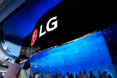 월드 투어 중인 LG 올레드 사이니지, 세계에 한류 심는다!