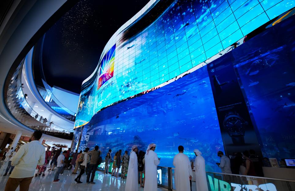 두바이 몰에 설치된 LG 올레드 사이니지