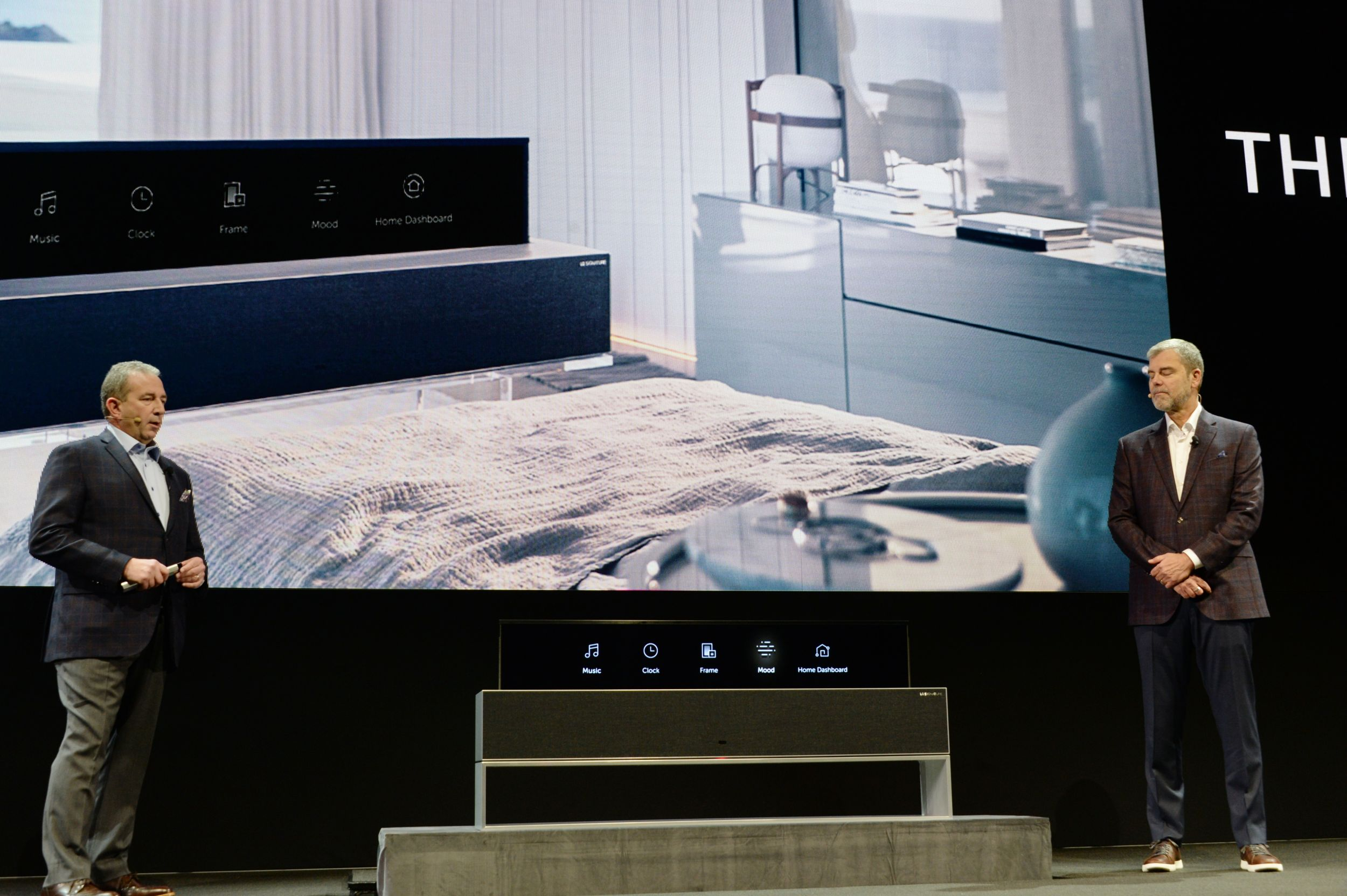 LG 시그니처 올레드 TV R 라인 뷰