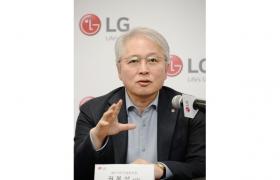 LG전자 MC/HE사업본부장 권봉석 사장이 현지시간 8일 미국 라스베이거스에서 열린 기자간담회에서 사업 전략을 소개하고 있다.