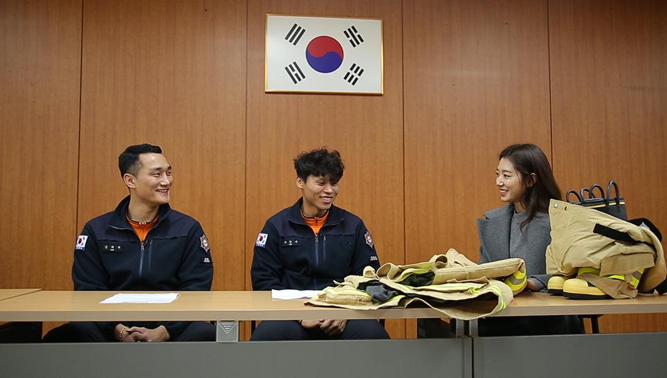 강동소방서 소방대원들과 배우 박신혜
