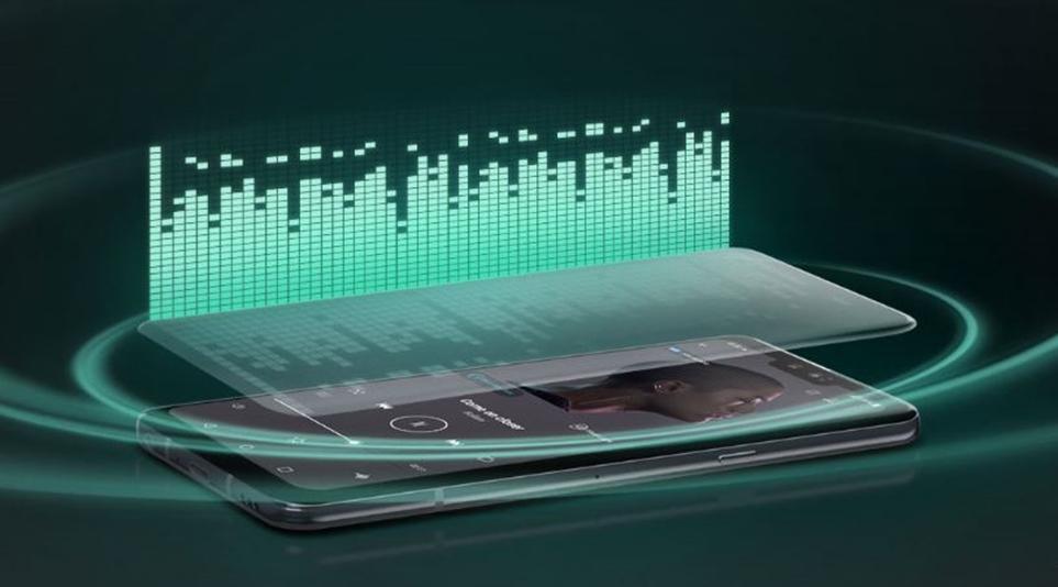 크리스털 사운드 올레드(CSO)를 탑재해 화면 어디에서나 사운드를 출력 가능
