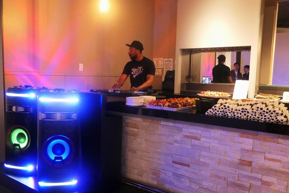 LG 엑스붐'으로 디제잉하는 DJ