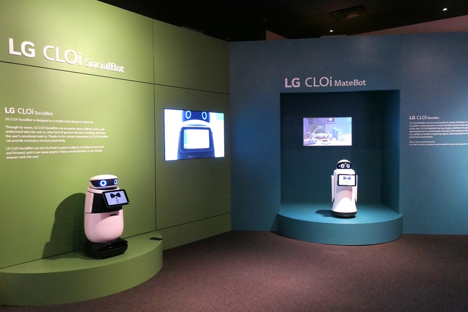 LG 클로이 메이트봇 & LG 클로이 소셜봇