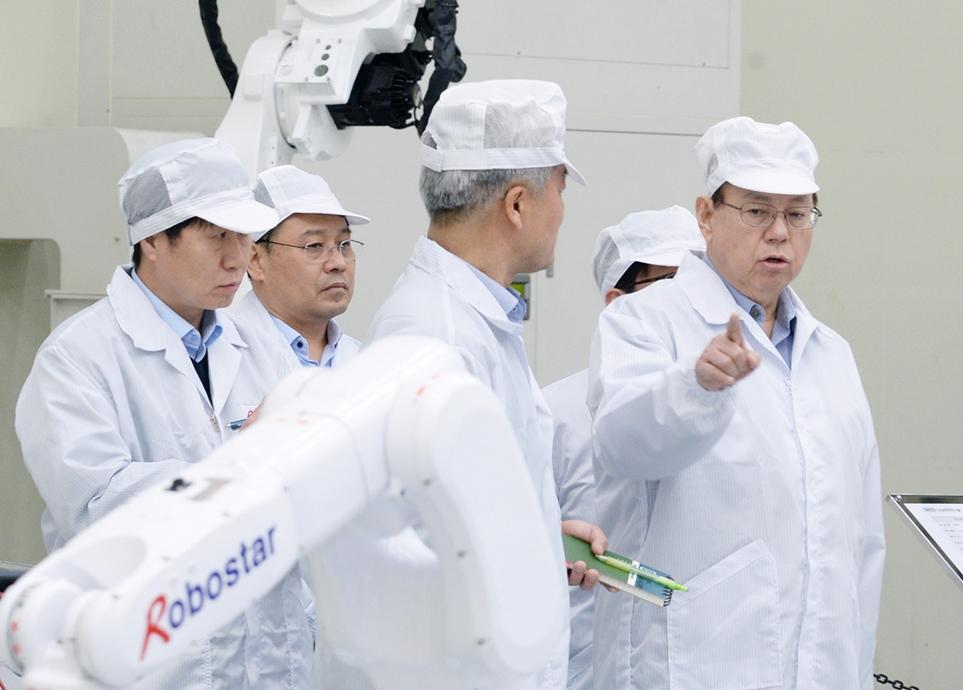 LG전자 대표이사 CEO 조성진 부회장이 로보스타를 방문한 모습