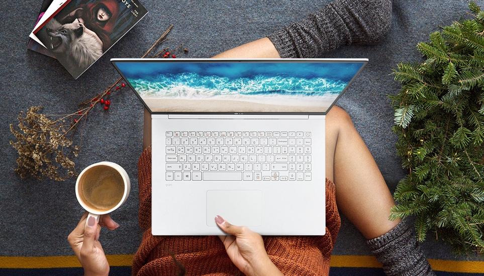 세계에서 가장 가벼운 17인치 노트북으로 월드 기네스북에 등재된 'LG 그램 17'
