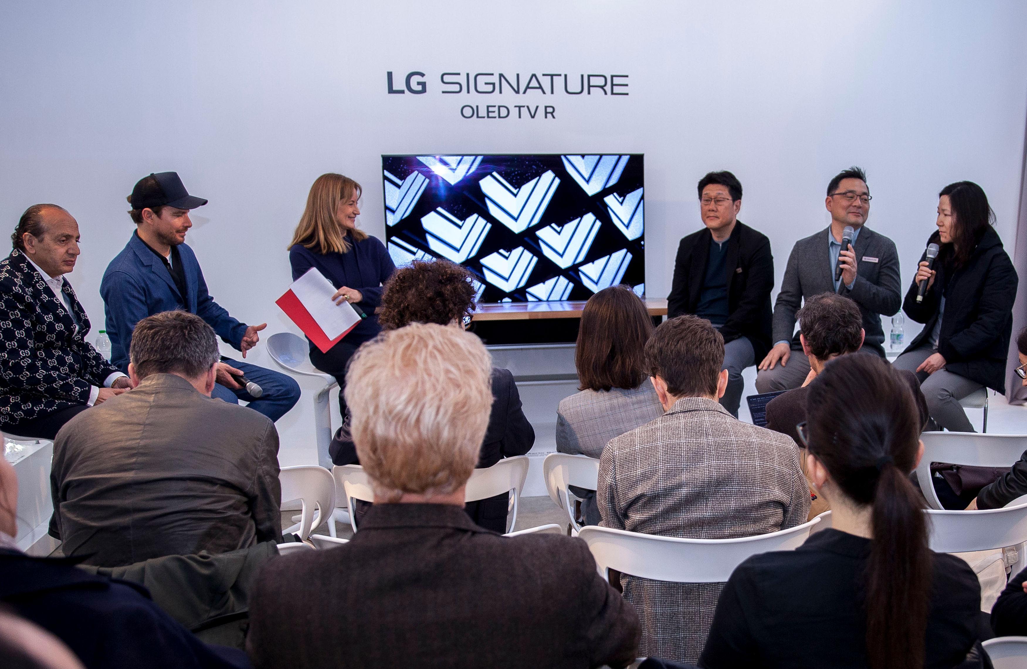 LG전자가 '밀라노 디자인 위크'를 방문한 디자인 분야  미디어, 인플루언서 등을 초청해 현지시간 11일 'LG 시그니처' 전시관에서 디자인 토크를 진행했다.