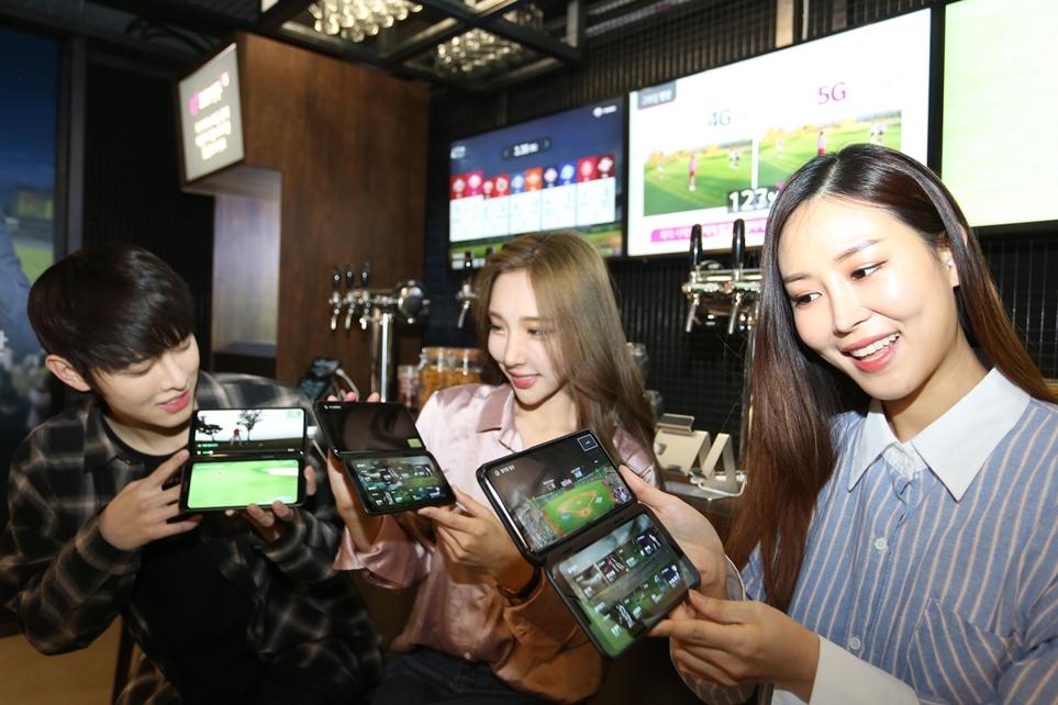 LG V50 ThinQ 듀얼 스크린 시연 모습