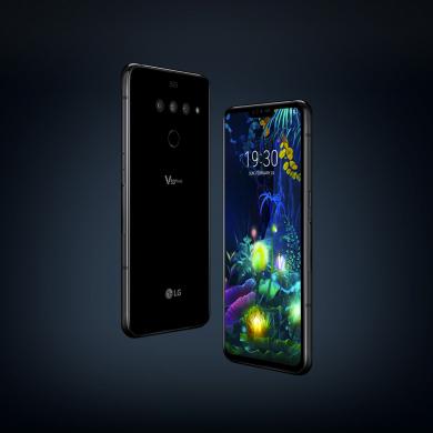 LG전자가 이달 출시를 앞둔 5G 스마트폰 LG V50 ThinQ의 구매고객들을 대상으로 사용하던 스마트폰을 반납하면 중고시세 이상의 보상을 제공하는 'LG고객 안심보상 프로그램'을 운영한다. LG전자 모델이 LG V50 ThinQ와 LG 듀얼 스크린을 소개하고 있다.