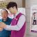 LG전자가 지난해 4월 국내 최초로 시작한 찾아가는 휴대폰서비스로 고객 밀착형 서비스를 확대한다. 이 서비스는 고객들에게 꾸준하고 안정적인 사후지원을 제공하는 '믿고 오래쓰는 스마트폰' 정책의 일환이다. 사진은 LG전자가 지난 11일 경남 창원시 소재 마산노인종합복지관을 찾아 고객들에게 서비스를 제공하는 모습.
