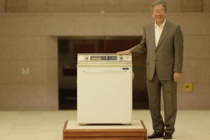 백조 세탁기부터 트윈워시까지, 최불암과 떠나는 LG 세탁기 역사 여행