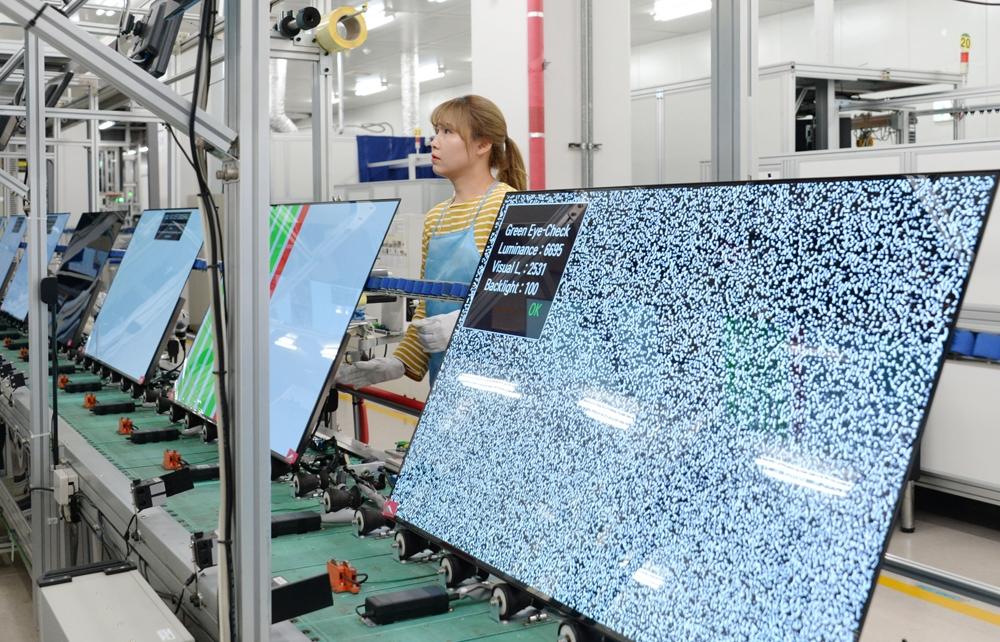 LG 올레드 TV가 생산되는 구미 사업장 생산 라인