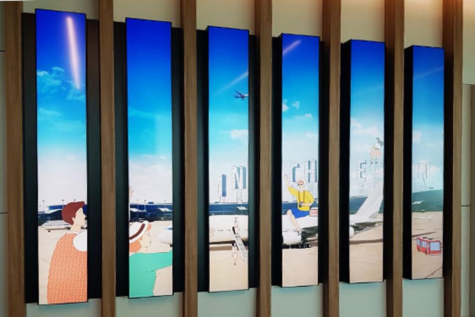 인천공항 제2여객터미널에 설치된 webOS 사이니지