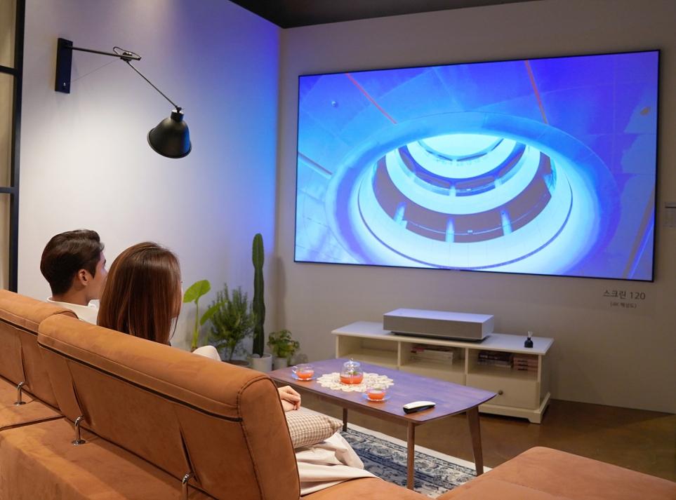 생활 공간에서 체험하는 LG 시네빔 Laser 4K